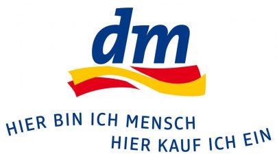 dm_LogoKonturClaim_Maxi_4c_pos